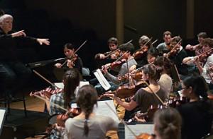L'orchestre dirigé par Leonard Slatkin © B. Adilon