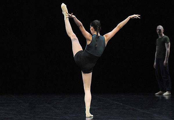 The Vile Parody of address - extraits de William Forsythe, par le Jeune Ballet