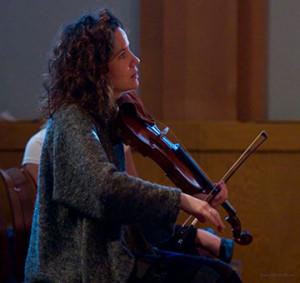 2021-10_WEB_Helene-Collerette_violon-orchestre-photo-Michel-Baron